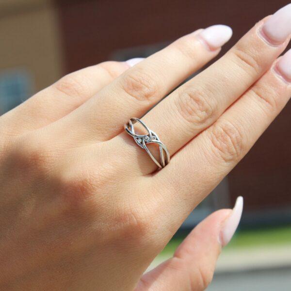Charming promise ring in 10k white gold
