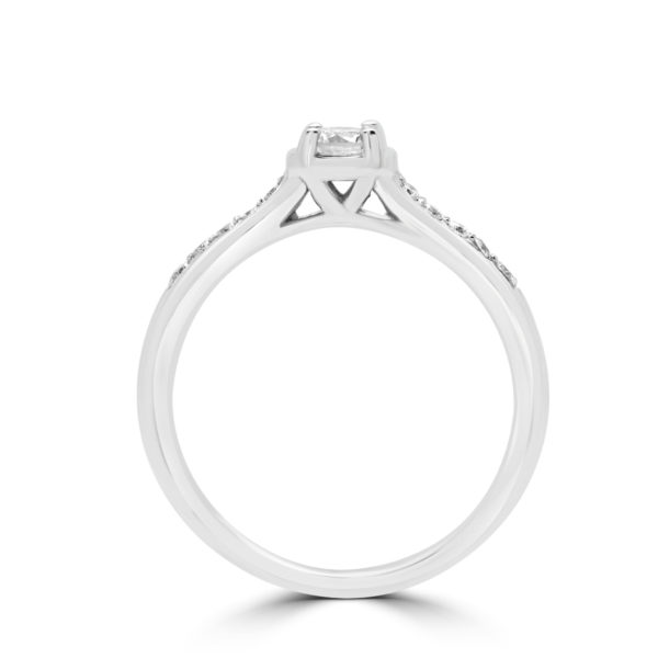 Lovable Solitaire engagement ring