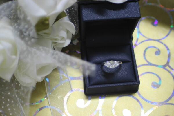 Oval dream diamond engagement ring