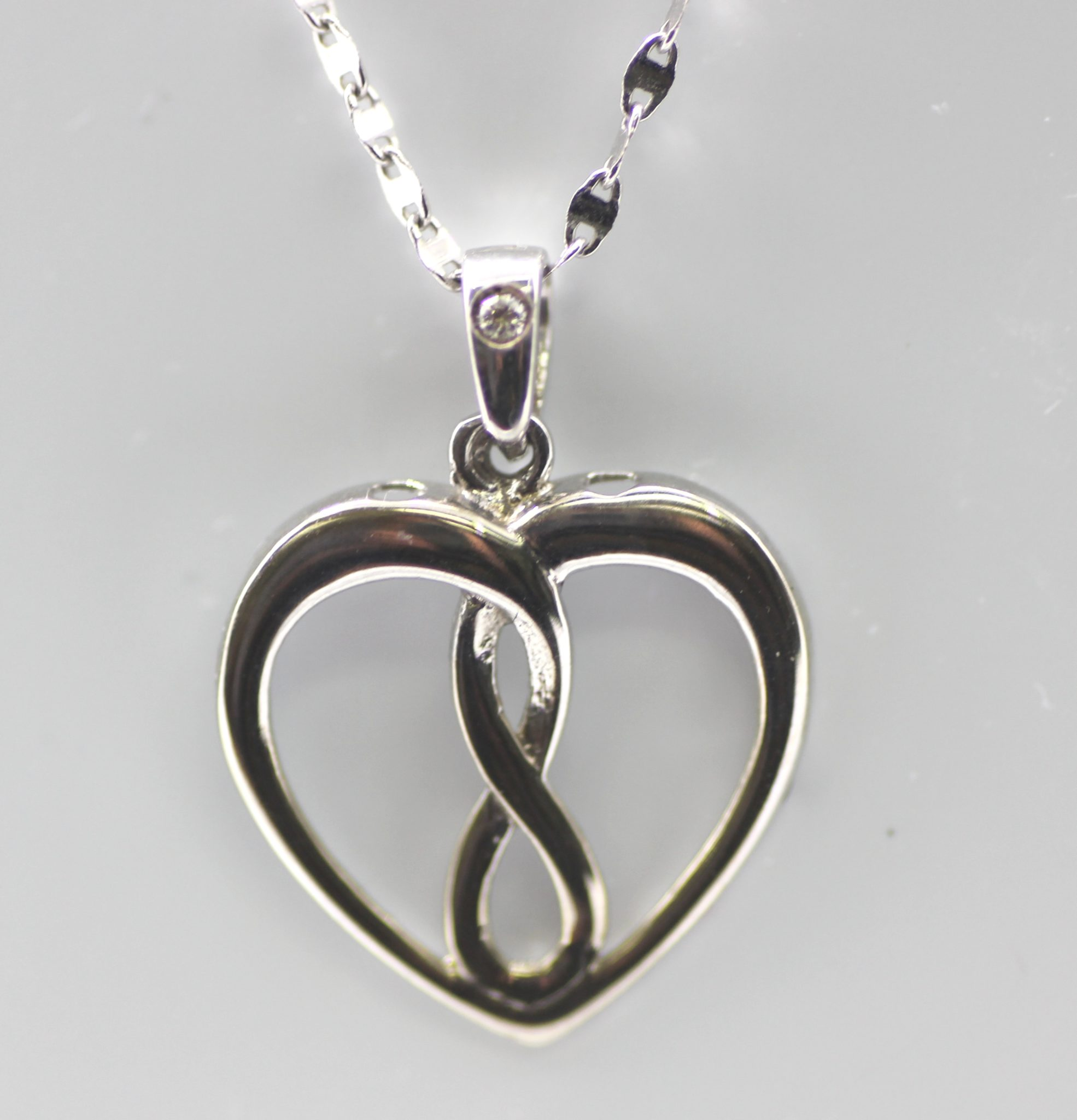 Infinity heart pendant 10k white gold and diamond