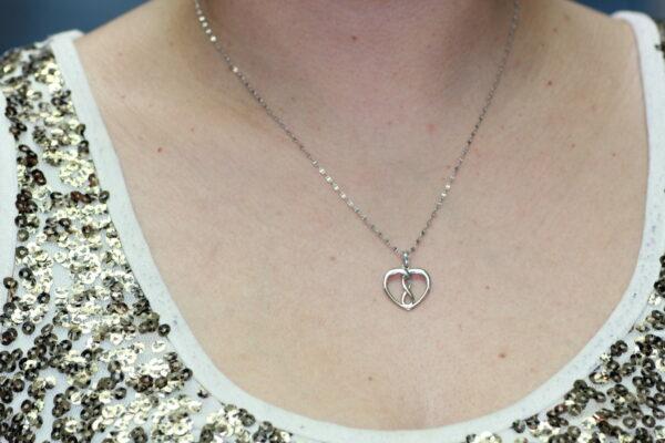Infinity hert pendant 10k white gold and diamond