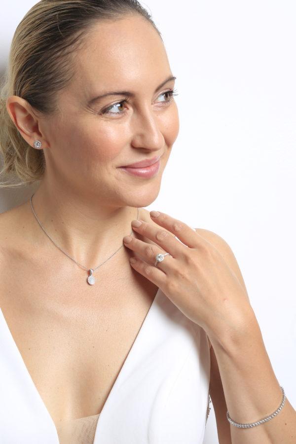 Breathtaking diamond pendant in 14k white gold