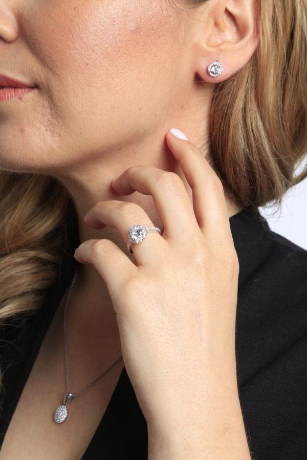 Head turning halo diamond ring 1.64 (ctw)in 14k white gold